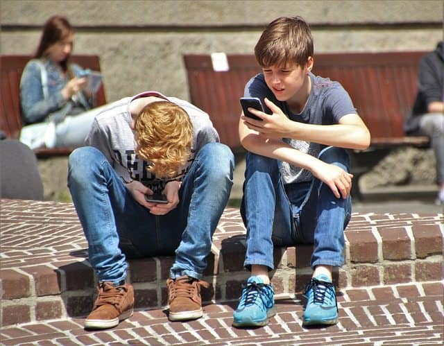 when should kids have cell phone