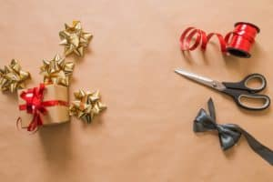 Gift wrapping service to make extra money during holidays | RichSingleMomma.com